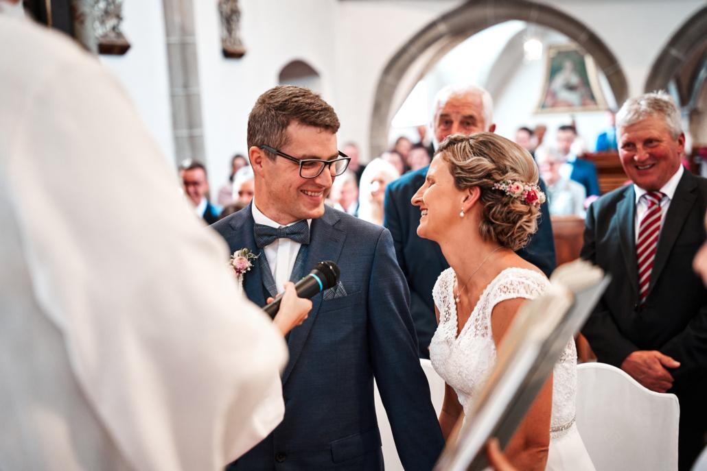 Brautpaar bei Trauung